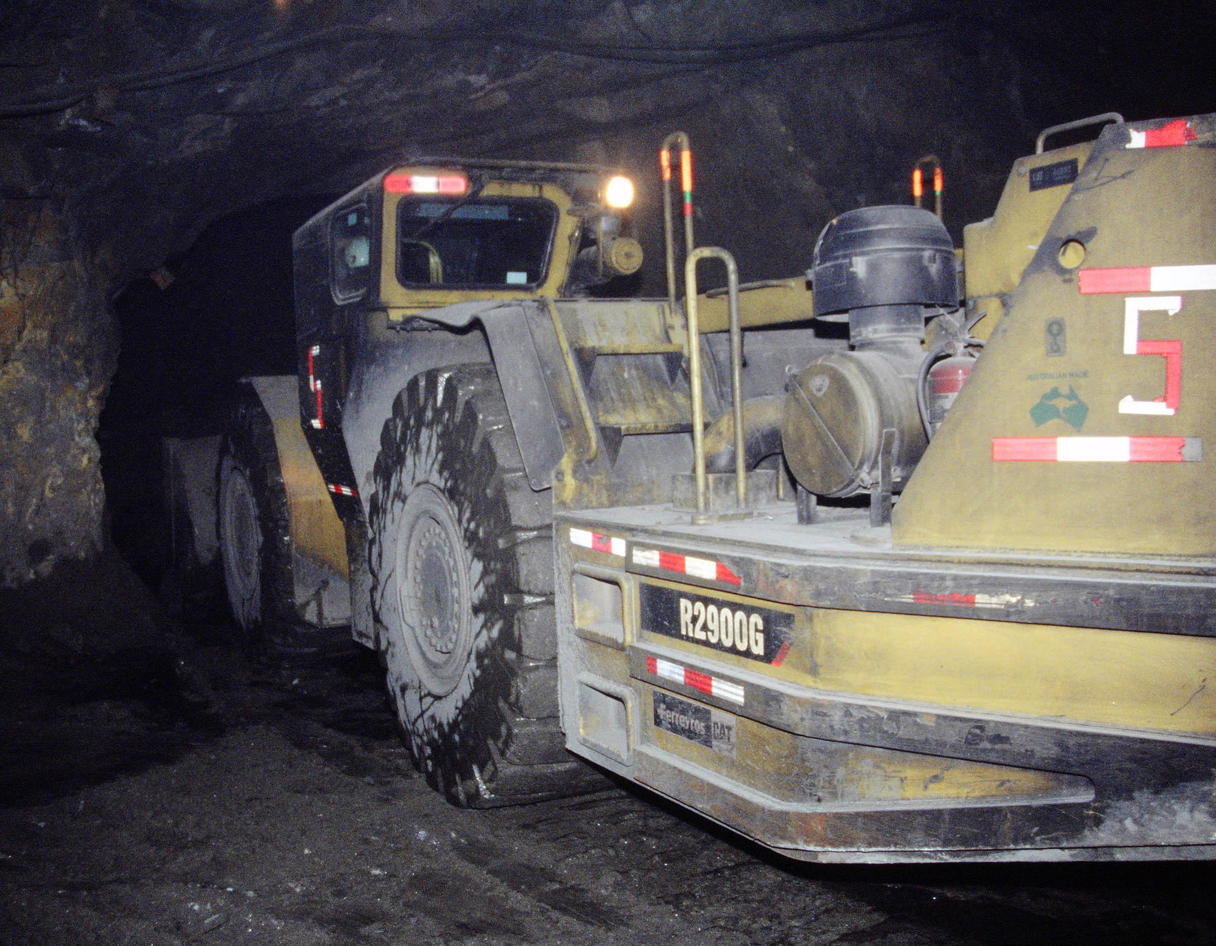 Un R2900G transporta más de 17 toneladas de mineral denso.